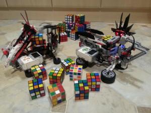 "MindCub3r. Робот собирает ""Кубик Рубика"""